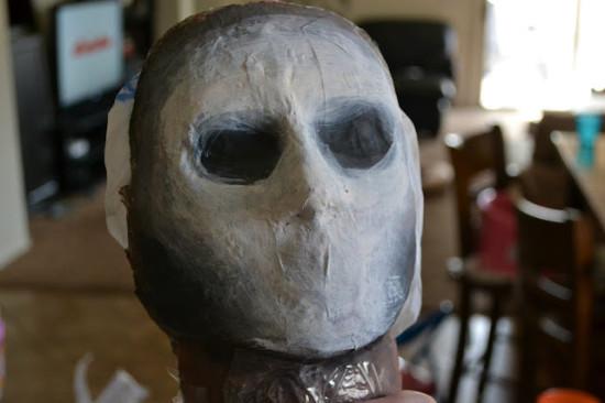 придать форму маске монстра