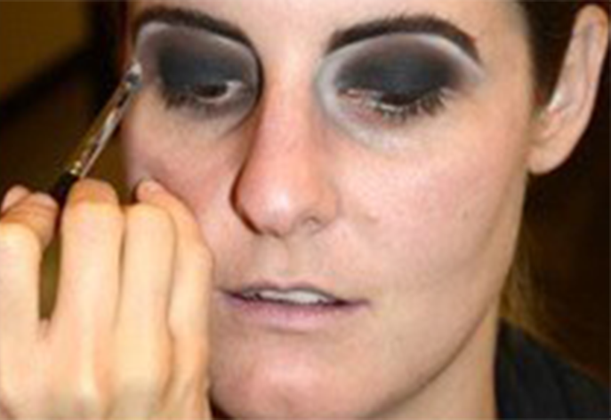 макияж монстра на хэллоуин: веки и брови